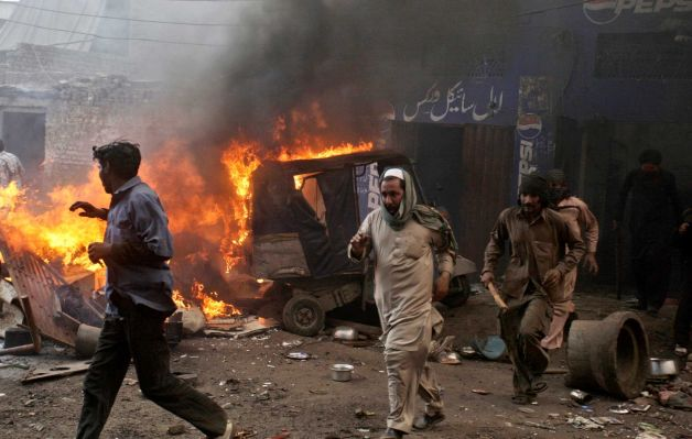 Pakistan - Mob torches dozens of Pakistani Christian homes 04.jpeg