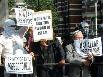 Muslims protest Pope London.jpg