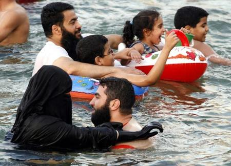 Swimming with niqab.jpg