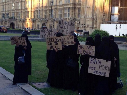 Hijab-protest-uk.jpg