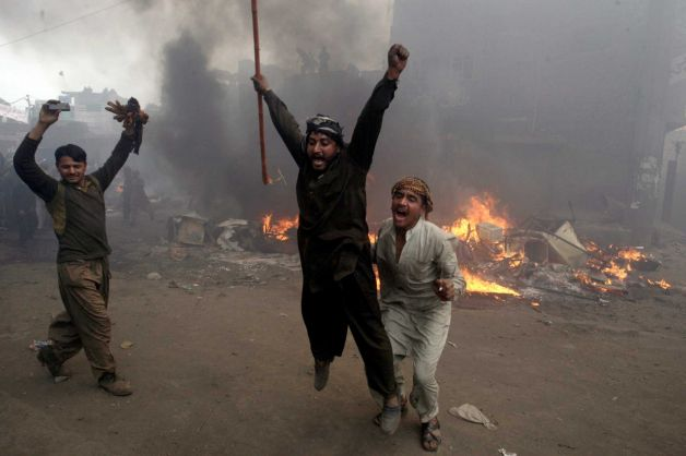 Mob torches dozens of Pakistani Christian homes 05.jpeg