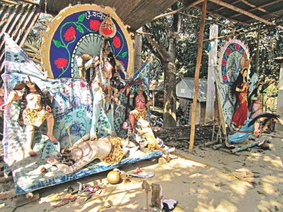 Idols vanadalised at Sripur in Gazipur by Muslims.jpg